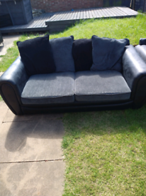 Matching 3 & 2 seater settee