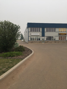 Large Bay in Great Location - Camrose
