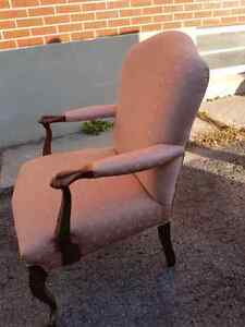 Beautiful old chair Belleville Belleville Area image 2