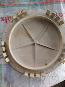 Rim stud and nut cover