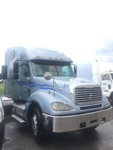2005 Freightliner Columbia - Cat C15 - Eaton - LOW KMS!!