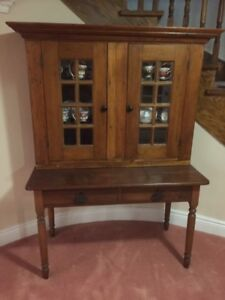 Table & hutch display (antique)