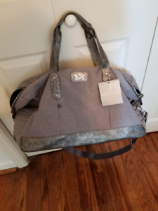 UNDER ARMOUR STUDIO BAG - BRAND NEW-WITH TAG-IN GREY