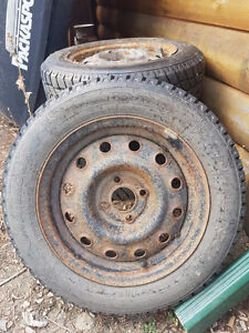 Like new ,800kms, HANKOOK 1* PIKE RC01 Tires. 175/65 r14 82T.