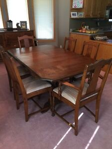Antique dining room set - reduced, want gone