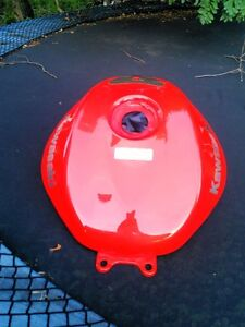 KAWASAKI NINJA ZX10R FUEL/GAS TANK  2004-2007 FROM  A 2005 Windsor Region Ontario image 4