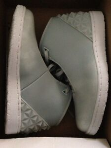 Size 9.5 Mens Jordans shoes