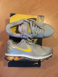 Selling a Pair of Grey/Yellow Size 7 Wmns Nike Air Max 2010 $120