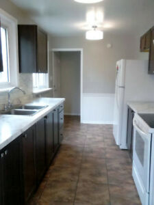 Super condition rooms for rent St. Lawrence/West Queens