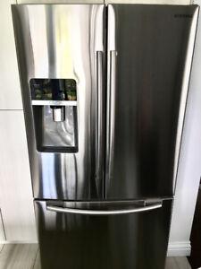 Refrigerator for sale 36 inch. / Réfrigérateur à vendre 36 po.
