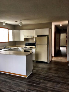 ++Beautiful! 2br apartment, Current River! $1100 + Gas - NOW!++