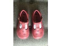Walkmates pink shoes size 9