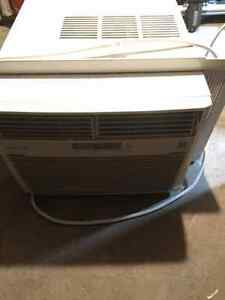 Fridgidaire window mount air conditioner Kingston Kingston Area image 2
