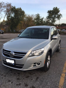 2010 Volkswagen Tiguan 4Motion - VERY LOW MILEAGE