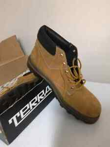 Man size 8 steel toe work boots, brand new