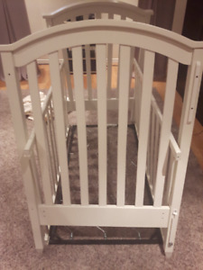 Solid White Wood Crib MADE IN CANADA by College Woodworking