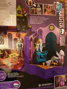Monster High high school doll house London Ontario image 1