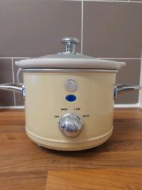 1.5 mini slow cooker new...