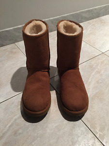 UGG Classic Short in Chestnut - Never Worn - Women's Size 11