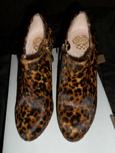 Brand new vince camuto leopard print ,short boot size 5
