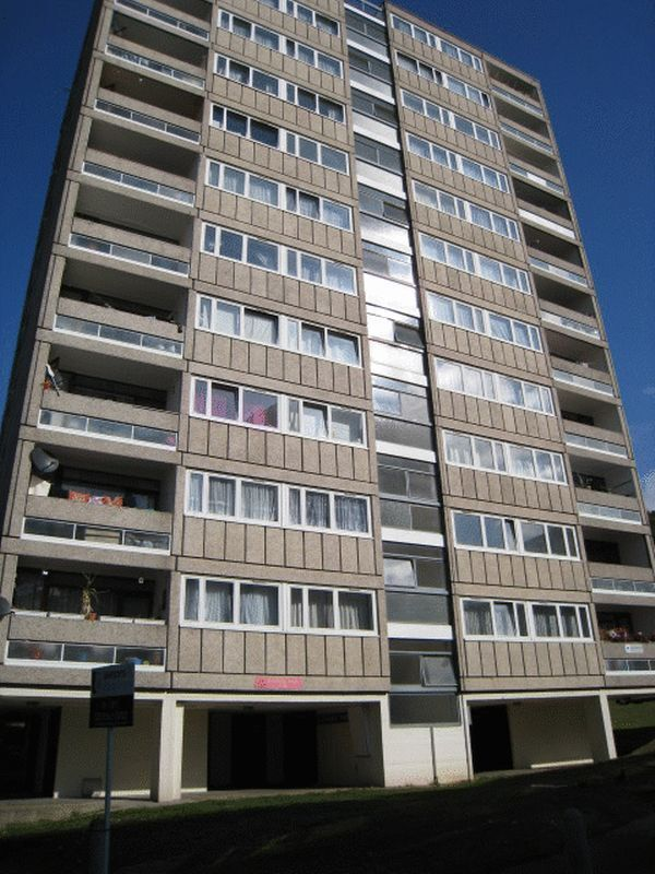 4 bedroom flat in Charcot house, Highcliffe Drive, London, SW1