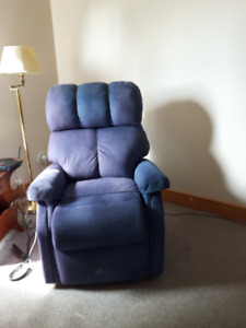"""ELECTRIC """"PRIDE"""" LIFT CHAIR"""