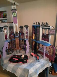 Monster High école et château ,voiture