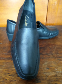 *NEW* Clarks leather shoes size 3E