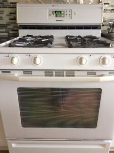 NATURAL GAS MAYTAG GAS RANGE/OVEN