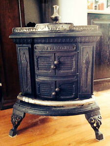 """PRICE DROP - Vintage """"Our Franklyn"""" cast iron coal stove"""