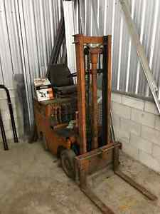 "Older 36 volt fork  lift approx 144"" Kingston Kingston Area image 3"