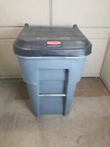Rubbermaid 65gal Brute disposal bin with wheels