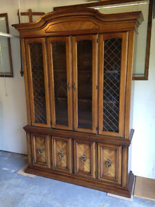 BROYHILL CANADIAN MADE CHINA CABINET