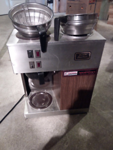 Automatic coffee maker and 6 pots for sale