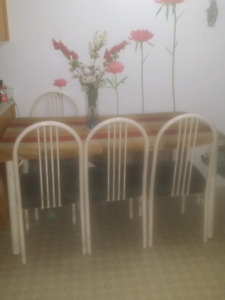 6 chairs +table white metal for 50 $ negociable