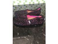 Womens Toms size 5