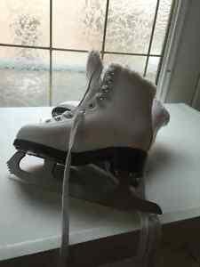 Size 11 junior skates amazing condition London Ontario image 1