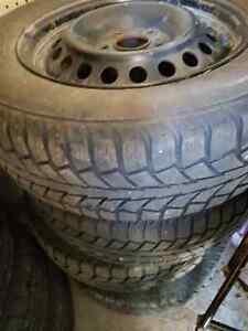 4 pneus unipro d hiver grandeur 195/65R15