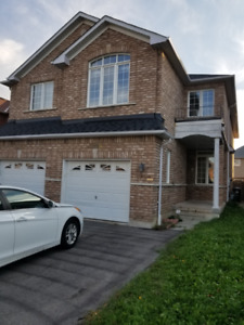 Spacious 4 Bedroom Semi in Mississauga
