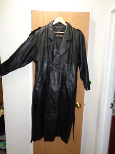Womens Wilsons Caped Leather Coat
