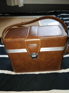 Vintage Analog Camera Case (with plently of accesories)