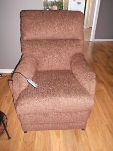 Recliner with lift