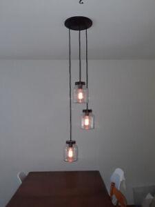 Luminaire lustre tendance avec 3 pots Mason.