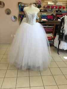 Dresses and wedding dress and alterations Windsor Region Ontario image 2