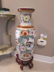 Chinese Vase W/Stand