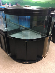 L'entrepôt de l'aquarium usagé