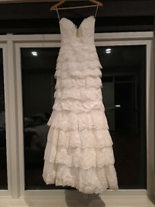 Maggie Sottero tiered lace ivory wedding dress (size 2) $900 OBO