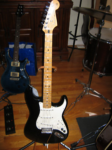 Fender Stratocaster Powered by Roland & gigbag