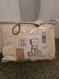 Cot bumper and quilt and pillowcase set