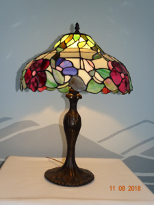 LARGE TIFFANY STLE TABLE LAMP